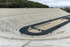 ATENAS, GRECIA - 20 DE ENERO DE 2017: Vista asombrosa del estadio o del kallimarmaro de Panathenaic en Atenas Foto de archivo libre de regalías