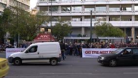 Atenas, Grecia - 15 de noviembre de 2017: protesta pacífica cerca del cuadrado de Sintagmatos metrajes