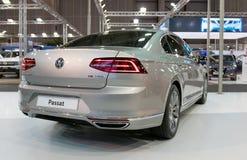 ATENAS, GRECIA - 14 DE NOVIEMBRE DE 2017: Volkswagen Passat en el salón del automóvil 2017 de Aftokinisi-Fisikon Fotos de archivo