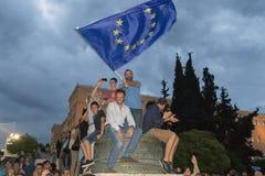 Atenas, Grecia, el 30 de junio de 2015 La gente griega demostró contra el gobierno sobre el referéndum próximo Foto de archivo