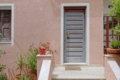 Atenas Grecia, entrada elegante contemporánea de la casa foto de archivo