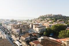 ATENAS, GRECIA - MAYO DE 2018: El paisaje urbano de Atenas con Parthenon en fondo Fotografía de archivo libre de regalías