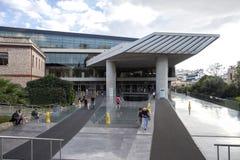 ATENAS, GRECIA - octubre 16,2018: El nuevo museo de la acrópolis se abrió en el público el 21 de junio de 2009, exhibe los hallaz fotos de archivo