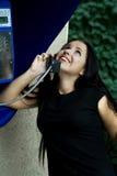 Atendimento de telefone feliz. fotos de stock royalty free