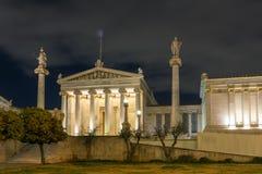ATENE, GRECIA - 19 GENNAIO 2017: Punto di vista di notte dell'accademia di Atene, Grecia Fotografia Stock