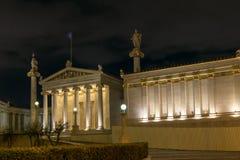 ATENE, GRECIA - 19 GENNAIO 2017: Punto di vista di notte dell'accademia di Atene, Grecia Immagine Stock Libera da Diritti