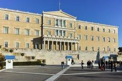 ATENE, GRECIA - 19 GENNAIO 2017: Punto di vista stupefacente del Parlamento greco a Atene Fotografia Stock Libera da Diritti