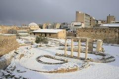 Atene, Grecia - la tribuna romana in neve Fotografia Stock Libera da Diritti