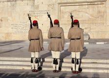 ATENE, GRECIA - 5 MAGGIO 2016: Foto della guardia di onore alla costruzione del Parlamento Immagine Stock Libera da Diritti