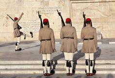 ATENE, GRECIA - 5 MAGGIO 2016: Foto della guardia di onore alla costruzione del Parlamento Immagini Stock Libere da Diritti