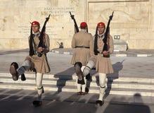 ATENE, GRECIA - 5 MAGGIO 2016: Foto della guardia di onore alla costruzione del Parlamento Immagine Stock