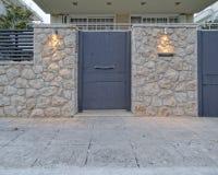 Atene Grecia, porta contemporanea della casa Fotografia Stock