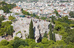 Atene - Outlook dall'acropoli alla collina di Areopagus ed alla chiesa del porticciolo di Agia Fotografia Stock