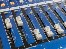 Atenuador de mezcla de la consola a controlar imagenes de archivo