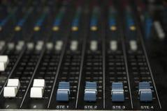 Atenuadores de la tarjeta del mezclador de sonidos Imagenes de archivo
