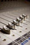 Atenuadores de la tarjeta del mezclador de sonidos Fotos de archivo libres de regalías