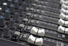 Atenuadores del mezclador de sonidos Imagen de archivo libre de regalías