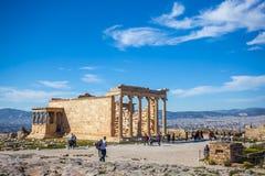 11 03 2018 Ateny, Grecja, Erechtheion i świątynia Athene przy, - Zdjęcie Stock