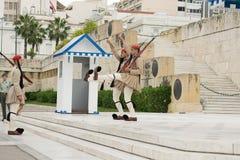 Ateny, Grecja, 30 2015 Maj Evzones strażnika zmiana przed parlamentem Grecja Zdjęcie Royalty Free