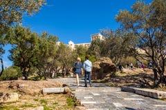11 03 2018 Ateny, Grecja - turyści akropol w Ateny Obraz Stock