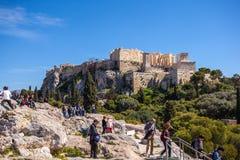 11 03 2018 Ateny, Grecja - turyści akropol w Ateny Zdjęcie Stock