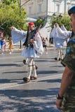 ATENY GRECJA, WRZESIEŃ, - 16, 2018: Militarna parada dla Grecja Strażnicy zmienia ceremonię zdjęcie stock