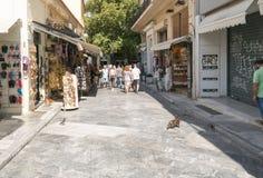 Ateny, Grecja 13 2015 Wrzesień Sławna Plaka ulica w Ateny z turystami Obraz Stock
