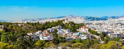 Ateny linia horyzontu z wzgórzem boginki i kościelny Agia Marina, Obraz Stock