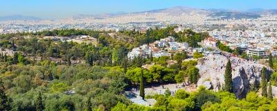 Ateny linia horyzontu z wzgórzem boginki i kościelny Agia Marina, Zdjęcie Royalty Free