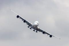 Aterragem de Airbus A380 Imagens de Stock