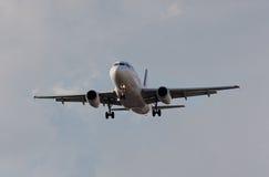 Aterragem de avião Fotografia de Stock Royalty Free