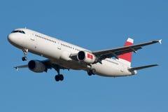 Aterragem de avião do jato Imagens de Stock