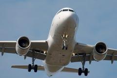Aterragem de avião do jato Imagem de Stock Royalty Free