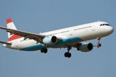 Aterragem de avião do jato Foto de Stock