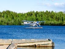 Aterragem de avião na água Fotos de Stock