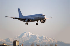 Aterragem de aviões de Airbus A-320 em Vancôver Fotos de Stock