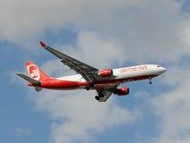 Aterragem de Berlim Airbus A-330 do ar em Miami Fotografia de Stock