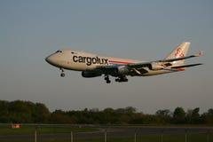 Aterragem de Cargolux 747 Fotografia de Stock Royalty Free