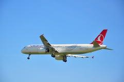 Aterragem de Turkish Airlines Imagens de Stock
