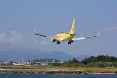 Aterragem do voo charter em Corfu Imagem de Stock