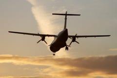 Aterragem no por do sol Fotografia de Stock Royalty Free