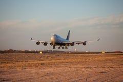 Aterrando 747-400 Foto de Stock Royalty Free