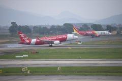 Aterrissagem Airbus A320 (HS-BBH) Thai AirAsia no aeroporto Noi Bai hanoi Fotos de Stock
