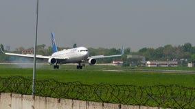 Aterrissagem de Air Astana Boeing 767 vídeos de arquivo