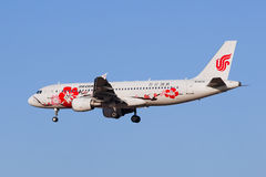 Aterrissagem de Air China B-6610 Airbus A-320-200 em BCIA, Pequim, China Fotografia de Stock
