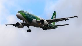 Aterrissagem de Air Lingus Airbus A320 no aeroporto de Heathrow Fotografia de Stock