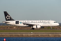 Aterrissagem de Air New Zealand Airbus A320 em Sydney Airport Fotos de Stock Royalty Free