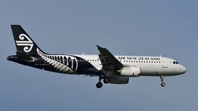 Aterrissagem de Air New Zealand Airbus A320 no aeroporto internacional de Auckland Imagem de Stock