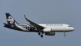 Aterrissagem de Air New Zealand Airbus A320 no aeroporto internacional de Auckland Fotos de Stock