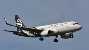Aterrissagem de Air New Zealand Airbus A320 no aeroporto internacional de Auckland Fotos de Stock